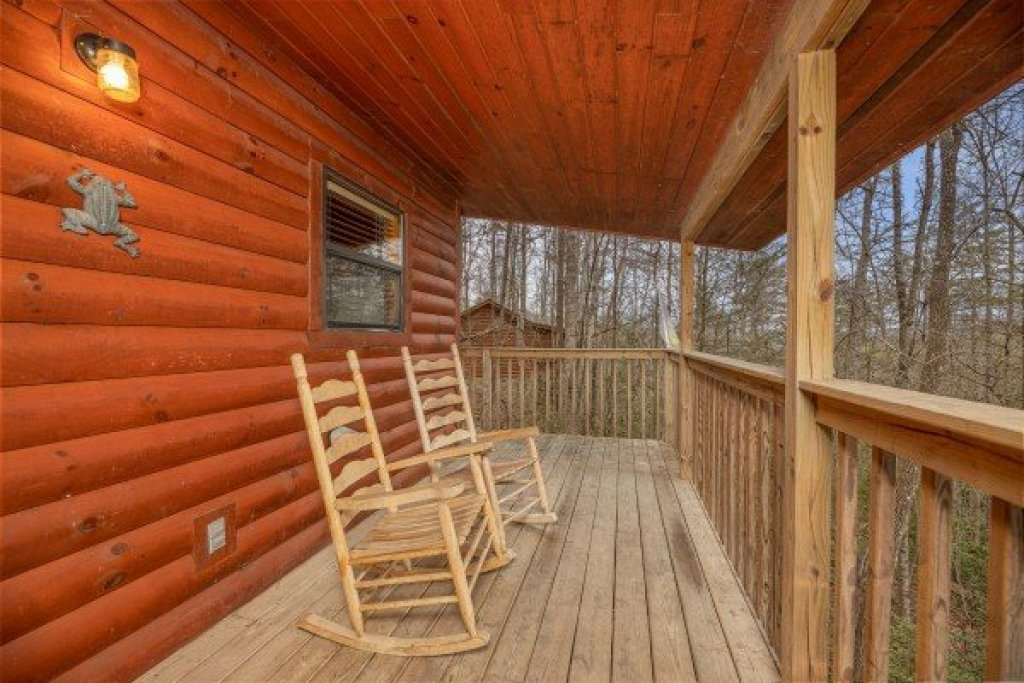 Photo of a Pigeon Forge Cabin named Lily Pad - This is the ninth photo in the set.