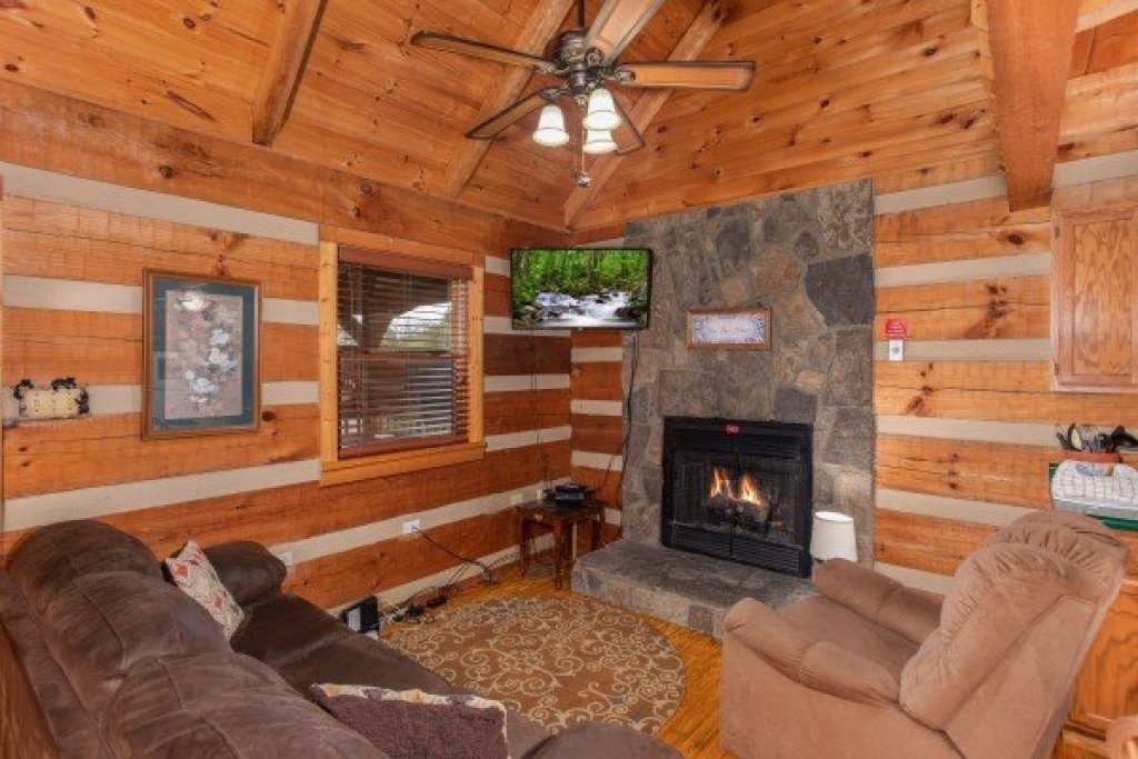 Photo of a Sevierville Cabin named Fishin' & Wishin' - This is the sixth photo in the set.