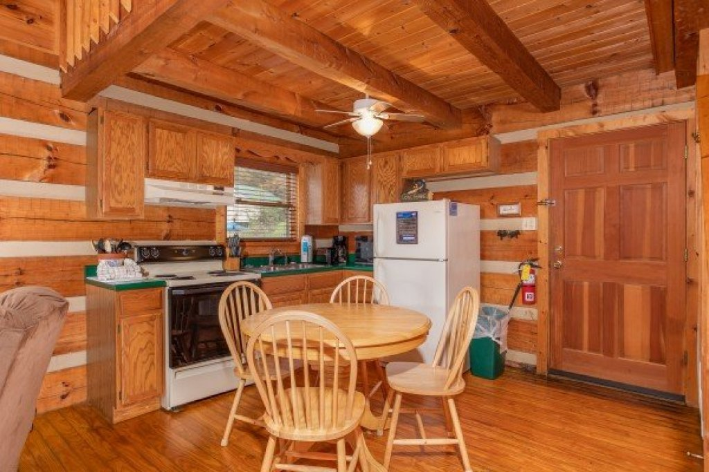 Photo of a Sevierville Cabin named Fishin' & Wishin' - This is the seventh photo in the set.