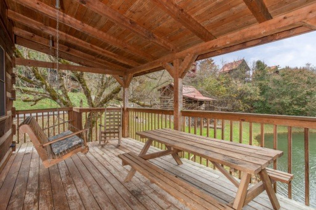 Photo of a Sevierville Cabin named Fishin' & Wishin' - This is the eighth photo in the set.