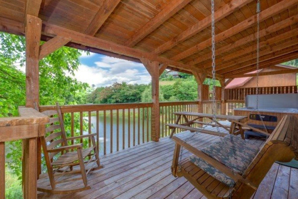 Photo of a Sevierville Cabin named Fishin' & Wishin' - This is the third photo in the set.