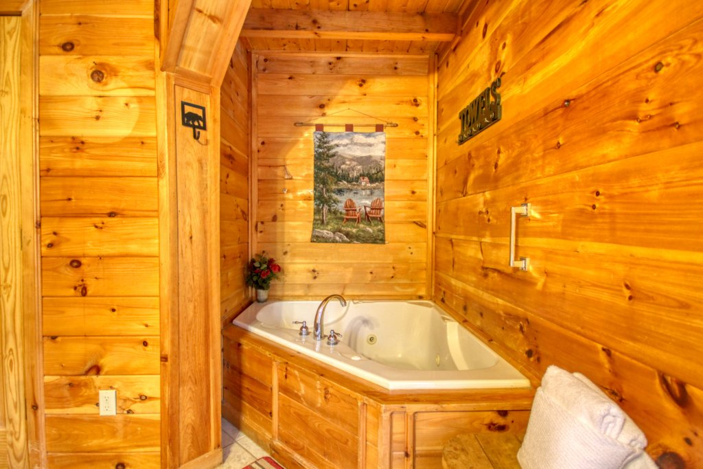 Photo of a Pigeon Forge Cabin named Wow !! What A Cabin #255 - This is the twentieth photo in the set.