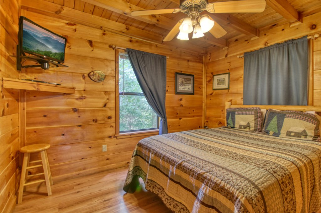 Photo of a Pigeon Forge Cabin named Wow !! What A Cabin #255 - This is the thirteenth photo in the set.