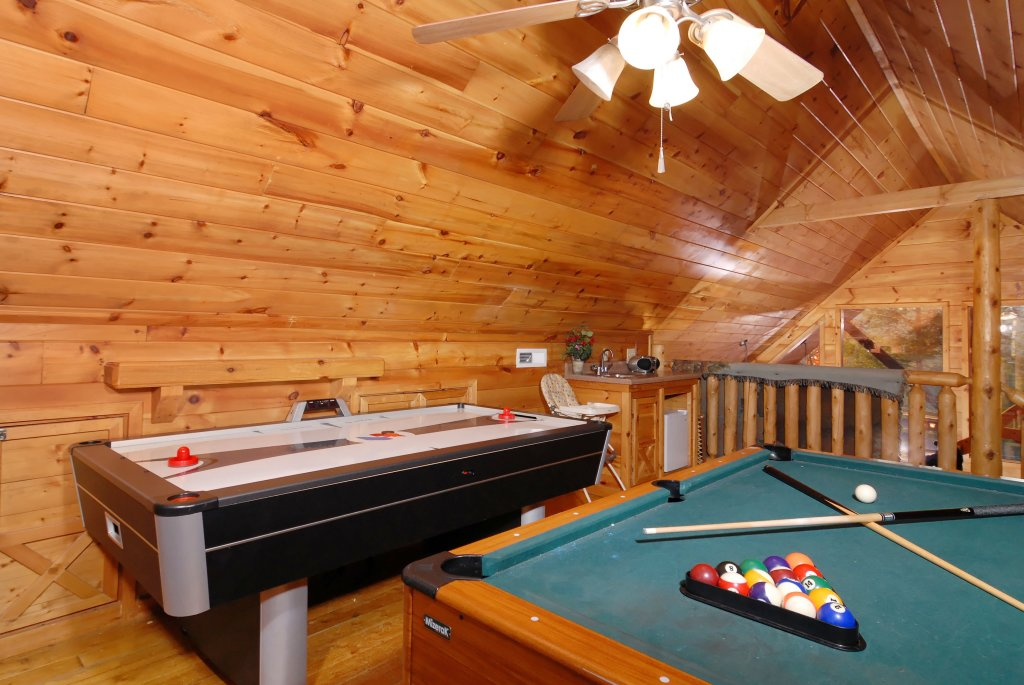 Photo of a Pigeon Forge Cabin named Wow !! What A Cabin #255 - This is the thirtieth photo in the set.
