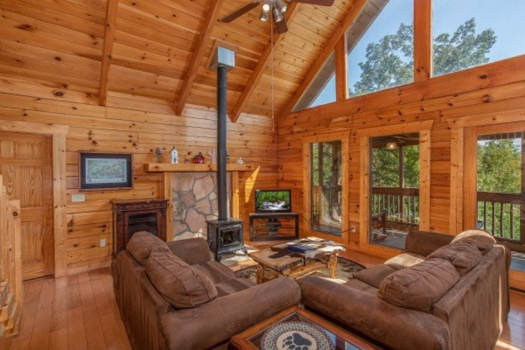 Photo of a Pigeon Forge Cabin named Leconte View Lodge - This is the fifth photo in the set.