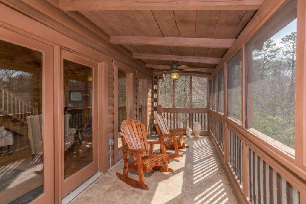 Photo of a Pigeon Forge Cabin named Leconte View Lodge - This is the fourth photo in the set.