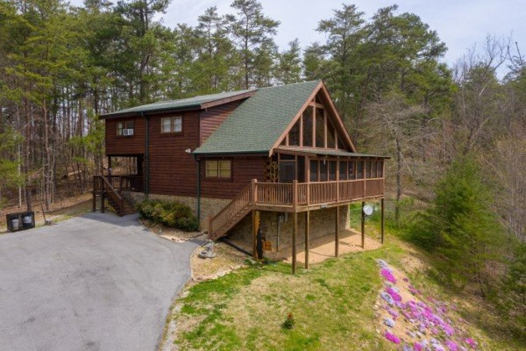 Photo of a Pigeon Forge Cabin named Leconte View Lodge - This is the third photo in the set.