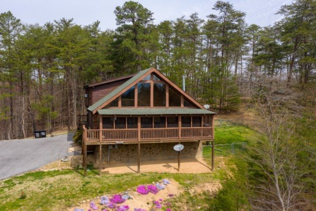 Photo of a Pigeon Forge Cabin named Leconte View Lodge - This is the second photo in the set.