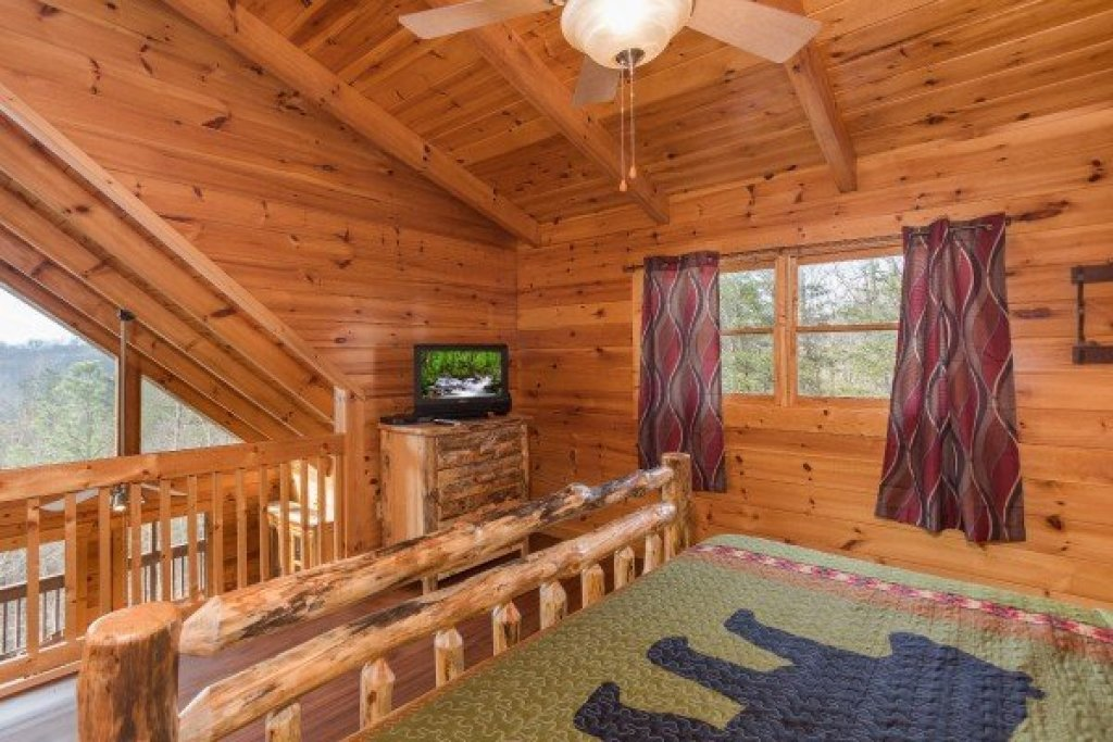 Photo of a Pigeon Forge Cabin named Leconte View Lodge - This is the eighteenth photo in the set.