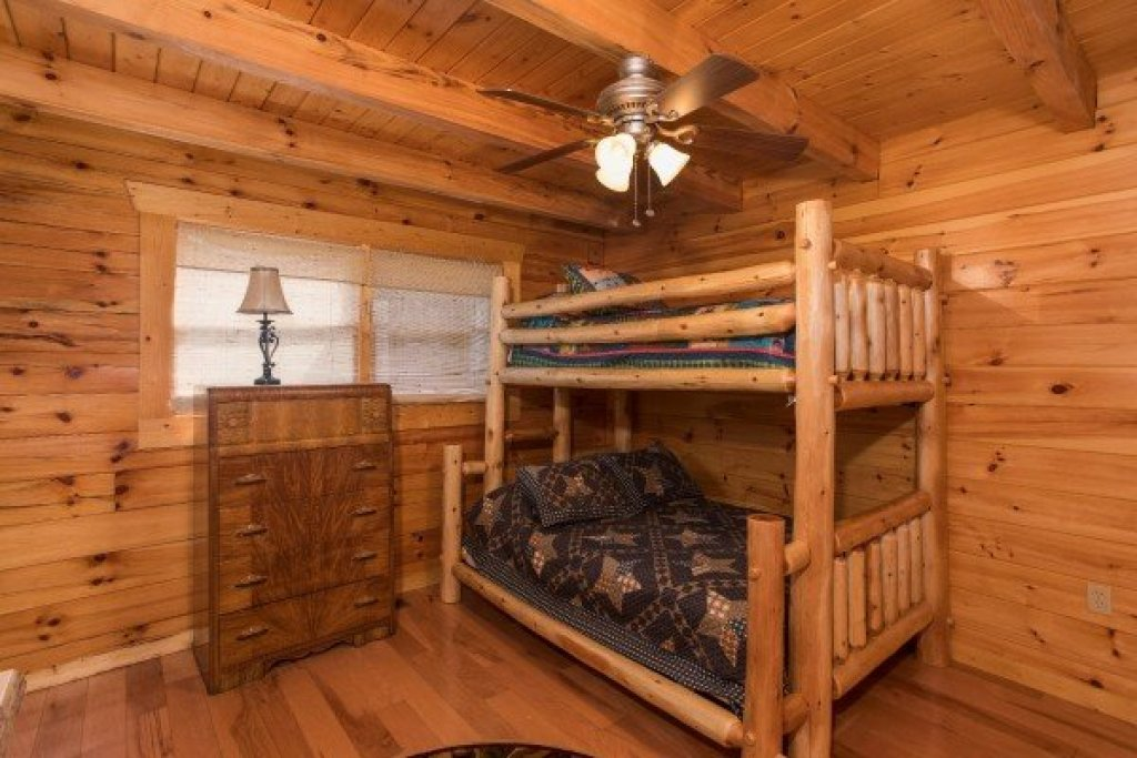 Photo of a Pigeon Forge Cabin named Leconte View Lodge - This is the tenth photo in the set.