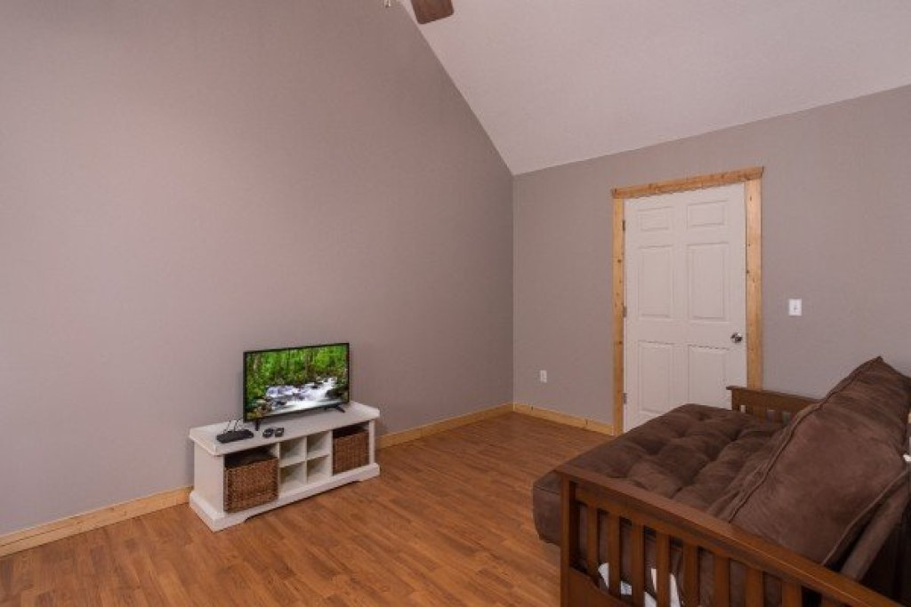 Photo of a Pigeon Forge Cabin named Leconte View Lodge - This is the twenty-first photo in the set.