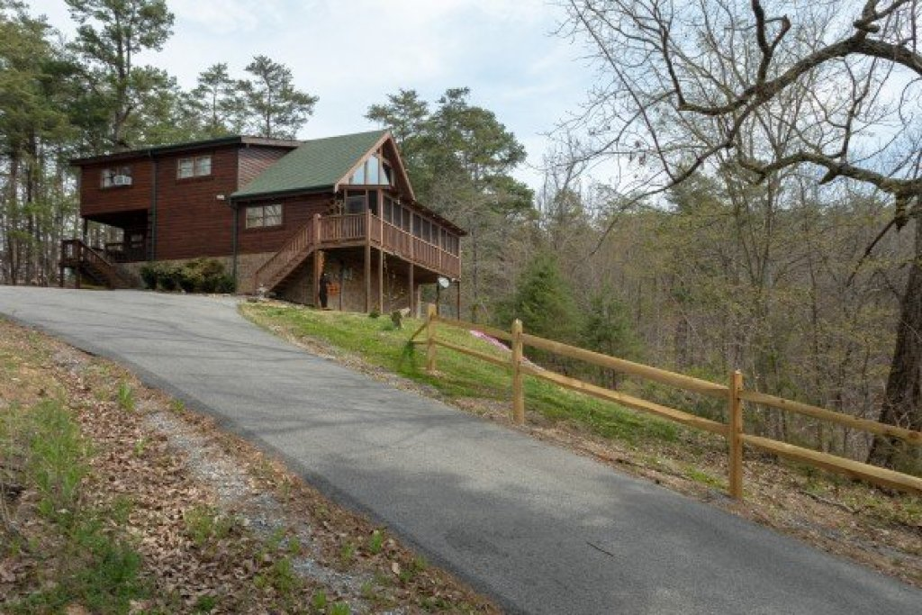 Photo of a Pigeon Forge Cabin named Leconte View Lodge - This is the thirtieth photo in the set.