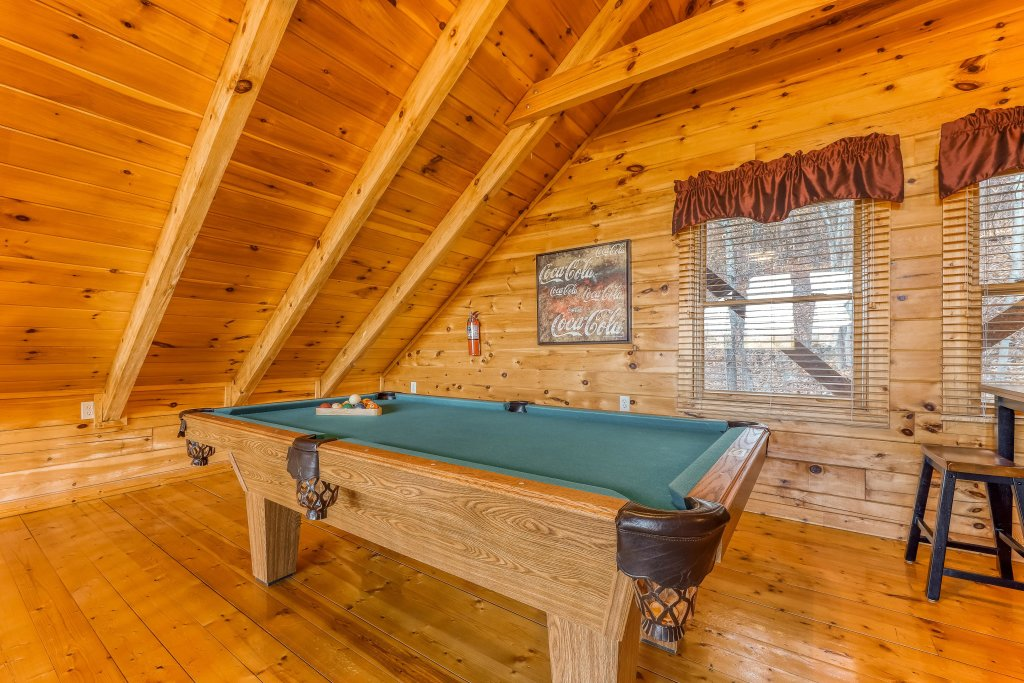 Photo of a Pigeon Forge Cabin named Elegant Escape - This is the fifth photo in the set.