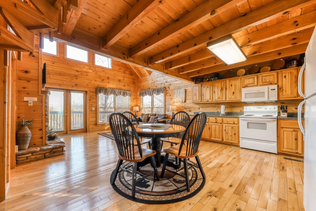 Photo of a Pigeon Forge Cabin named Elegant Escape - This is the eighth photo in the set.