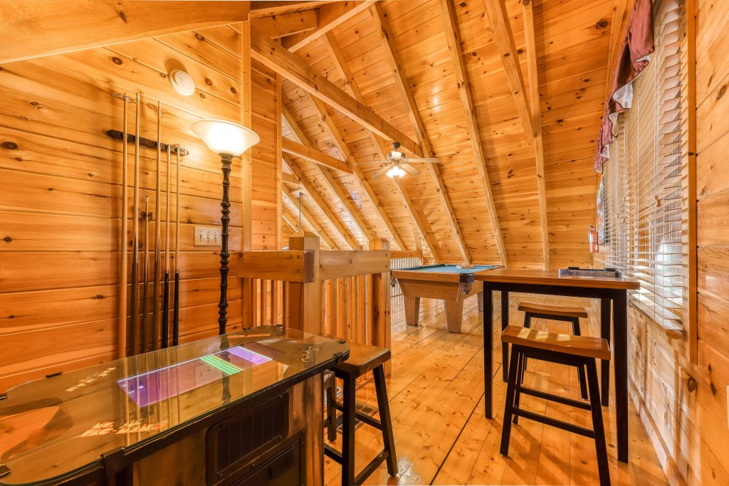 Photo of a Pigeon Forge Cabin named Elegant Escape - This is the sixth photo in the set.
