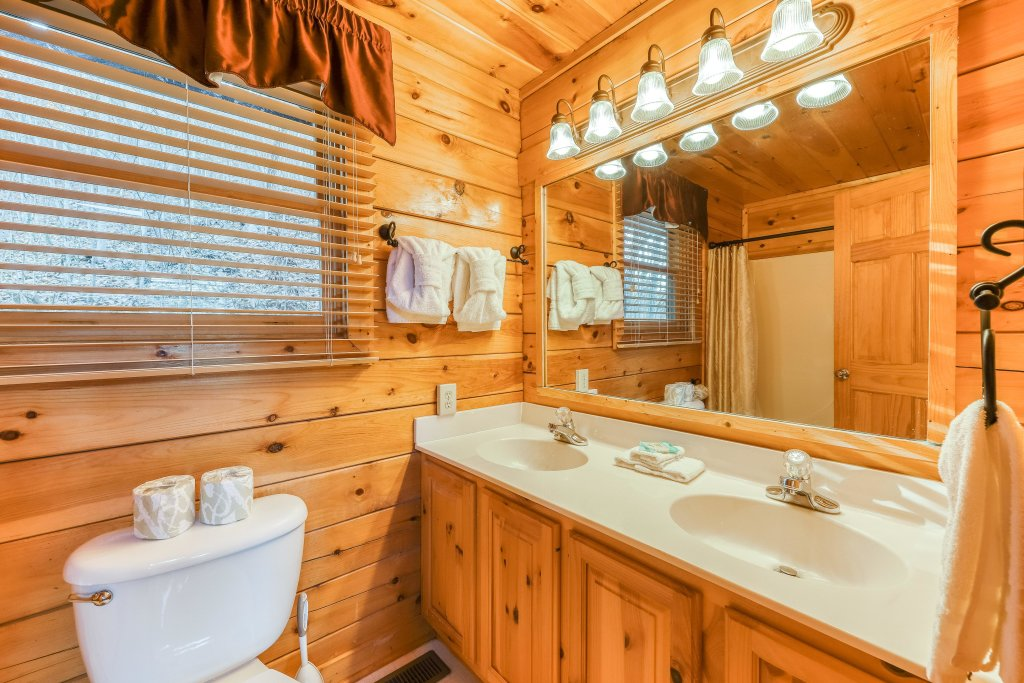 Photo of a Pigeon Forge Cabin named Elegant Escape - This is the twelfth photo in the set.