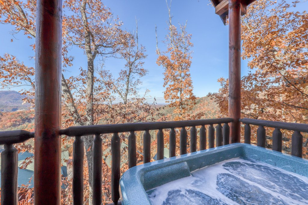 Photo of a Sevierville Cabin named Black Bear Peeks - This is the third photo in the set.