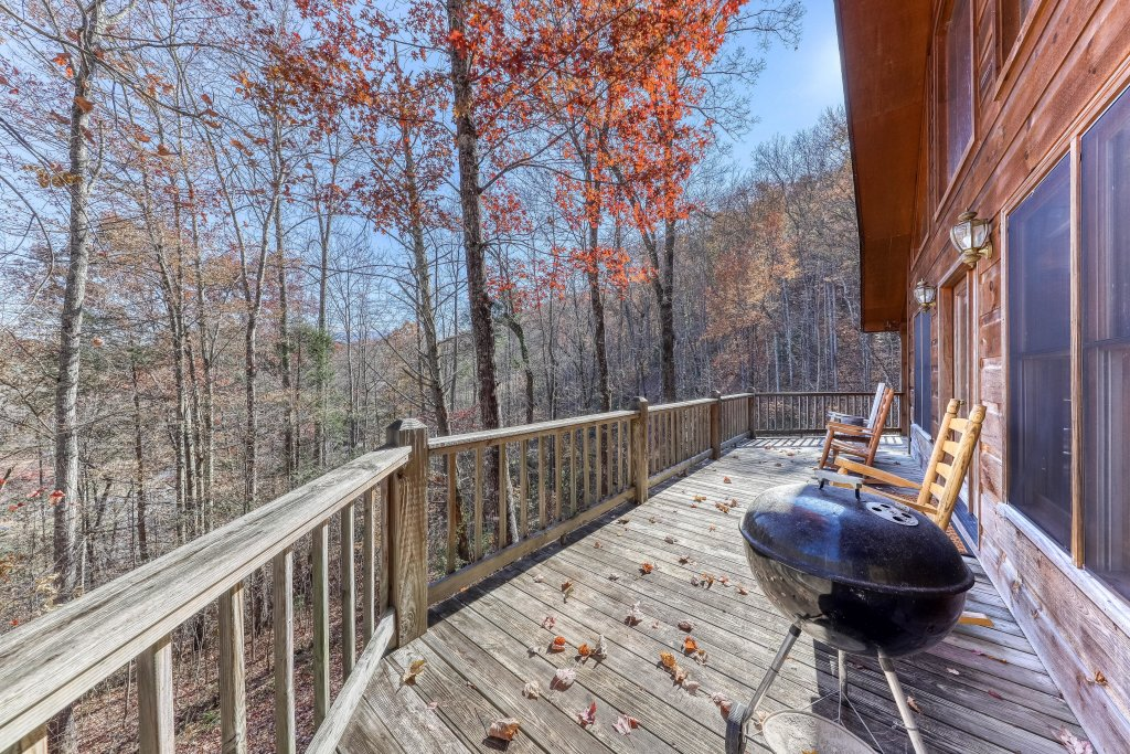 Photo of a Sevierville Cabin named Hickory Hill - This is the third photo in the set.