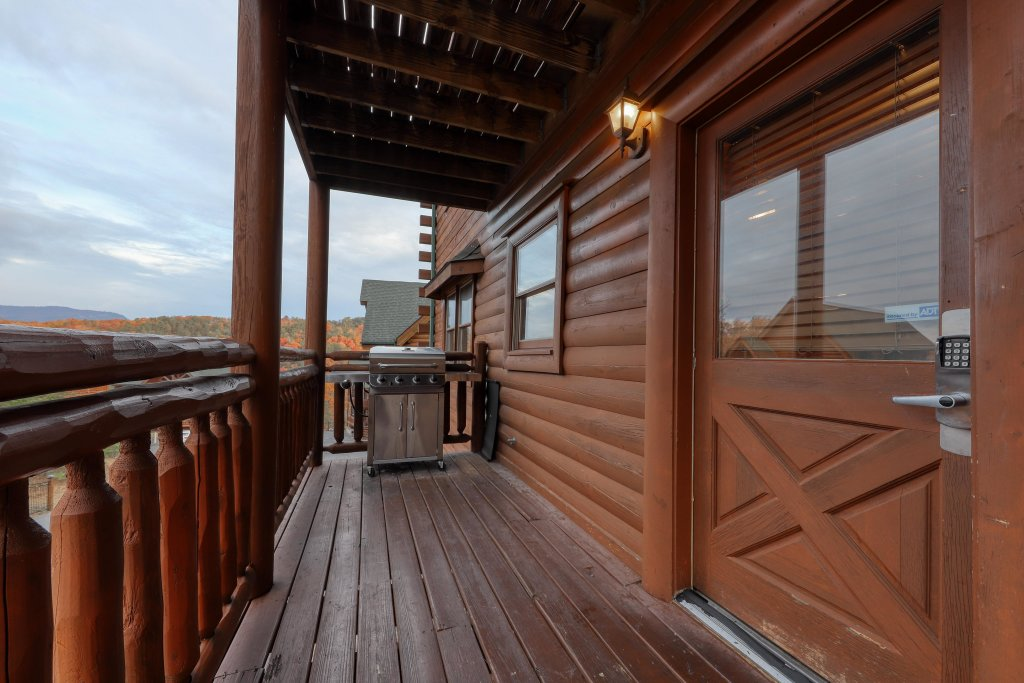 Photo of a Sevierville Cabin named Mountain Theatre Lodge - This is the seventh photo in the set.