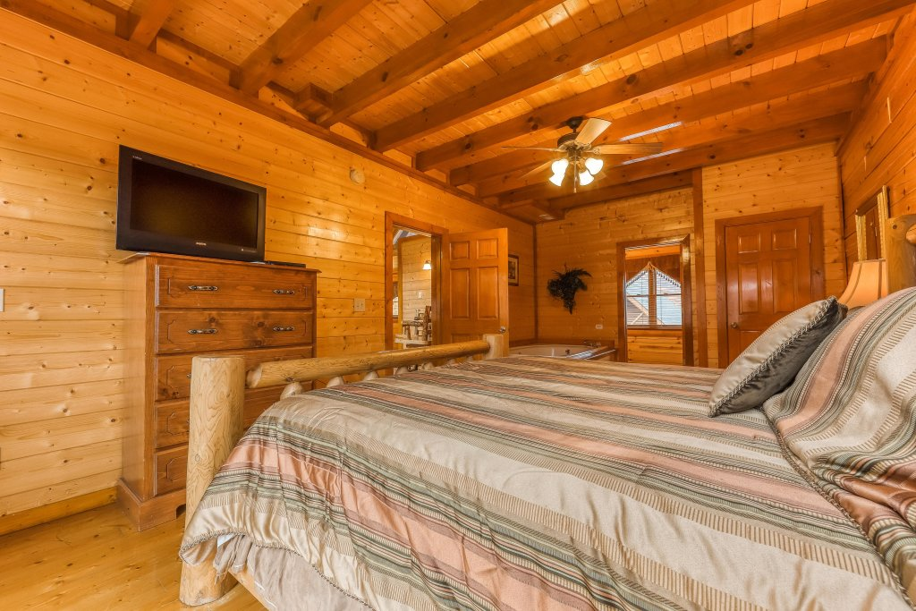 Photo of a Sevierville Cabin named Mountain Theatre Lodge - This is the seventeenth photo in the set.
