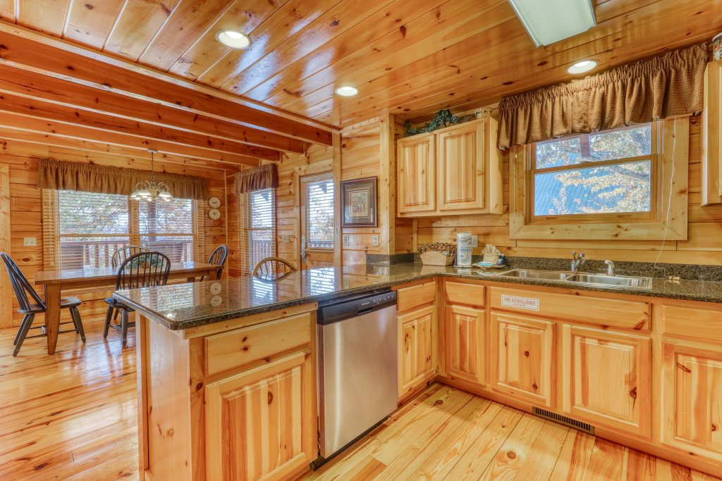Photo of a Pigeon Forge Cabin named Treehouse - This is the fifteenth photo in the set.