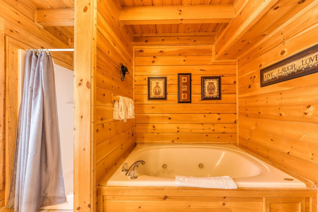 Photo of a Sevierville Cabin named Mountain Majesty Black Bear - This is the sixteenth photo in the set.