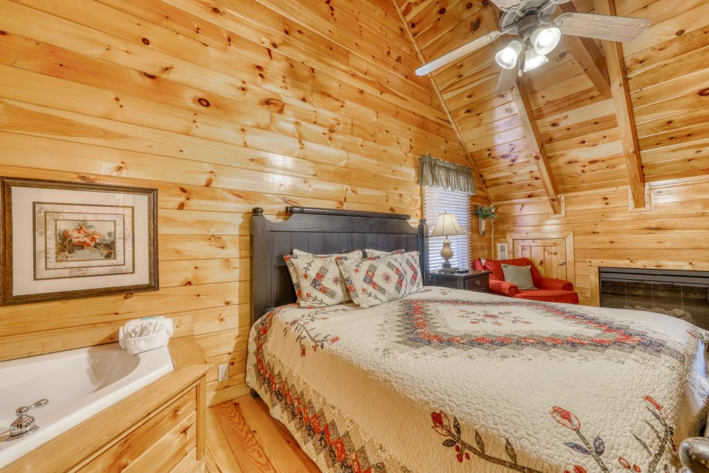 Photo of a Pigeon Forge Cabin named Treehouse - This is the seventh photo in the set.