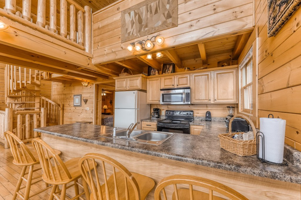 Photo of a Sevierville Cabin named Mountain Majesty Black Bear - This is the sixth photo in the set.