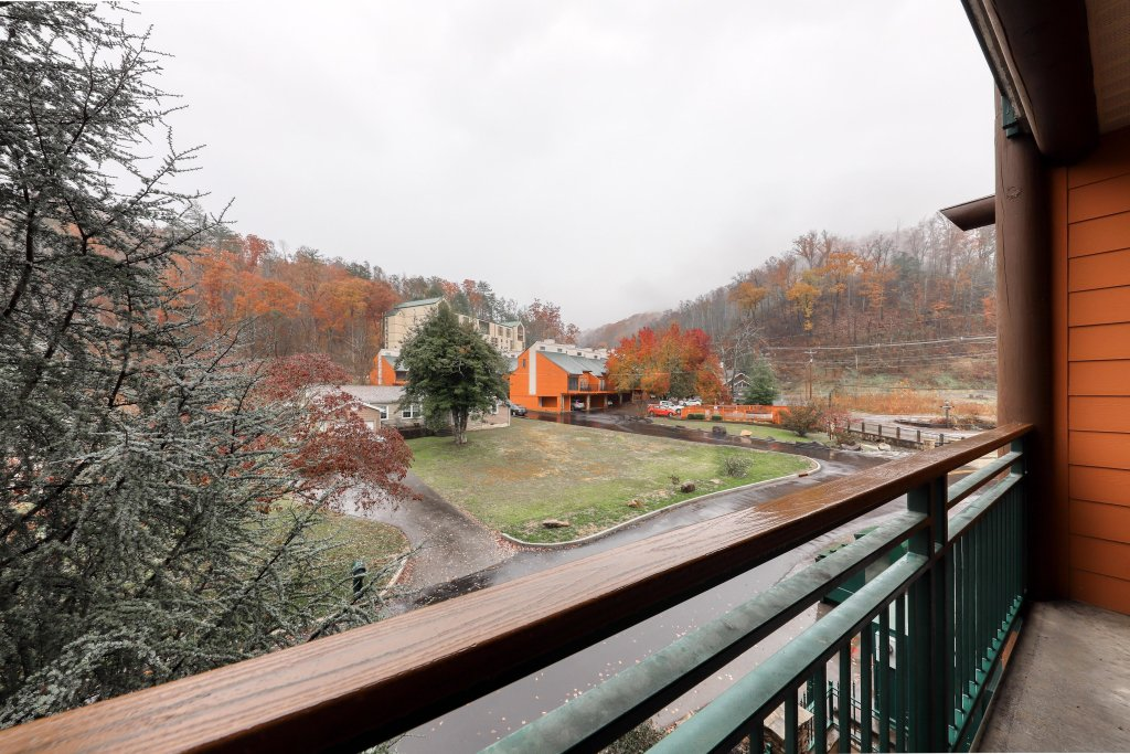 Photo of a Gatlinburg Cabin named Baskins Creek 213 - This is the fourteenth photo in the set.