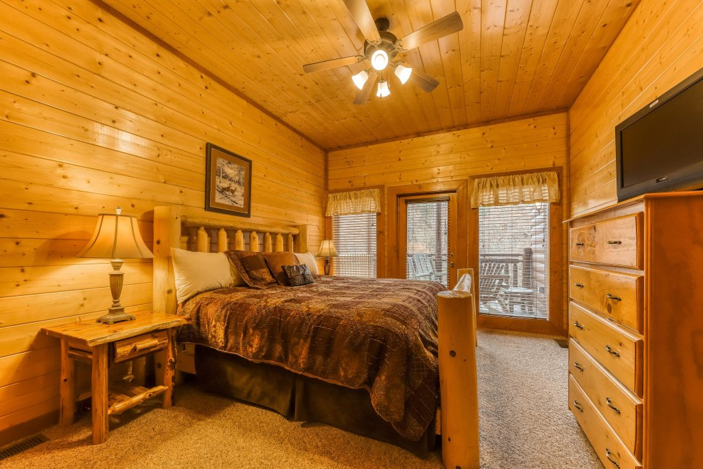 Photo of a Sevierville Cabin named Mountain Theatre Lodge - This is the thirty-fifth photo in the set.