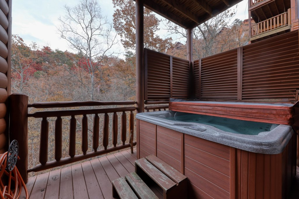 Photo of a Sevierville Cabin named Mountain Theatre Lodge - This is the sixth photo in the set.