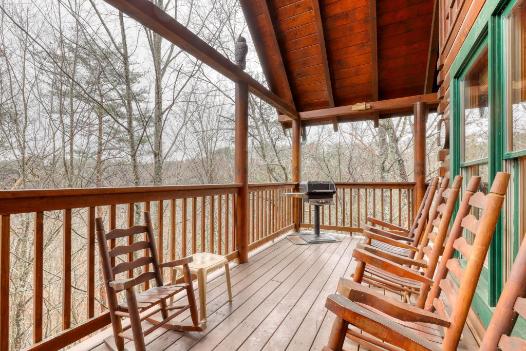 Photo of a Pigeon Forge Cabin named Robin's Rest - This is the first photo in the set.