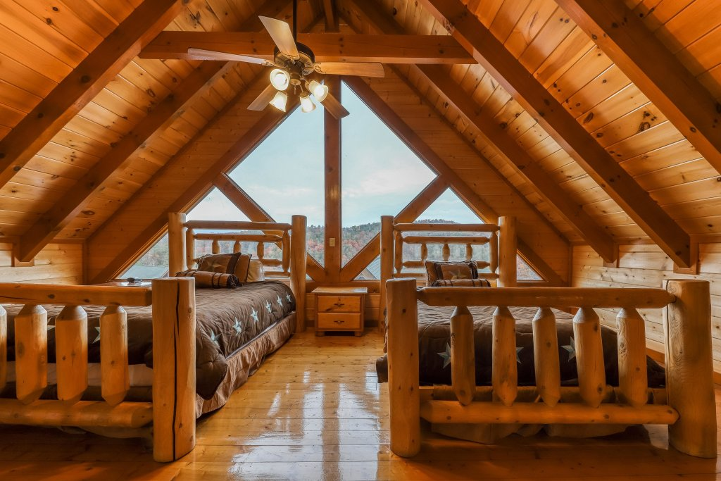 Photo of a Sevierville Cabin named Mountain Theatre Lodge - This is the eighth photo in the set.