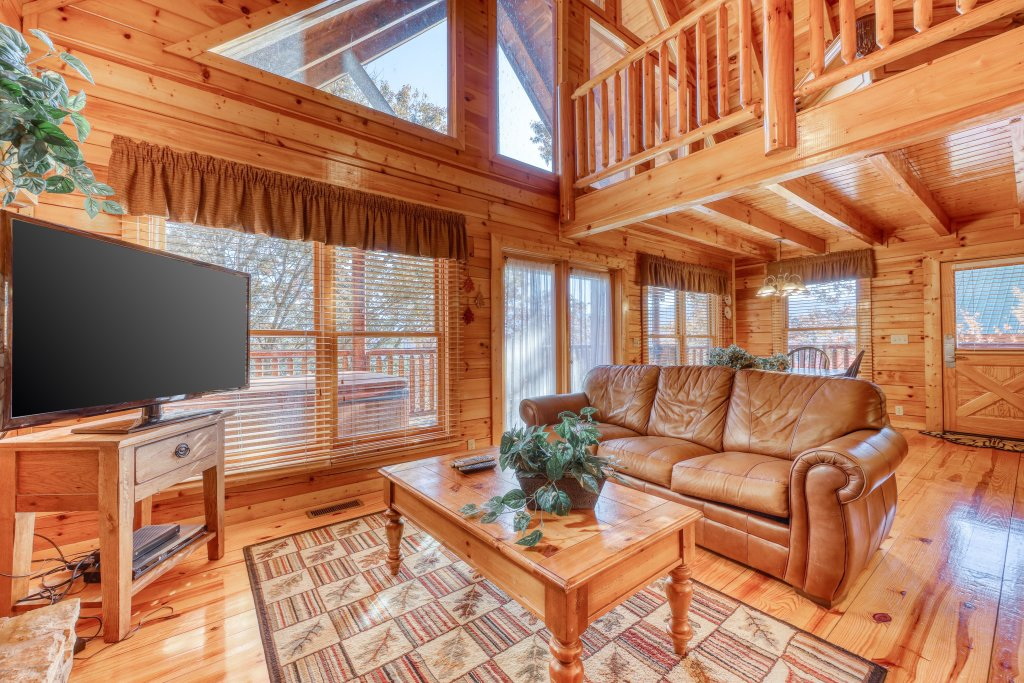 Photo of a Pigeon Forge Cabin named Treehouse - This is the fourteenth photo in the set.