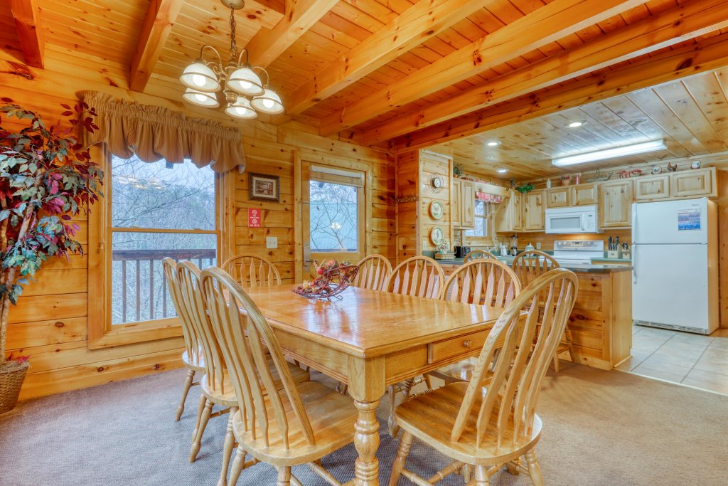 Photo of a Pigeon Forge Cabin named Robin's Rest - This is the twelfth photo in the set.
