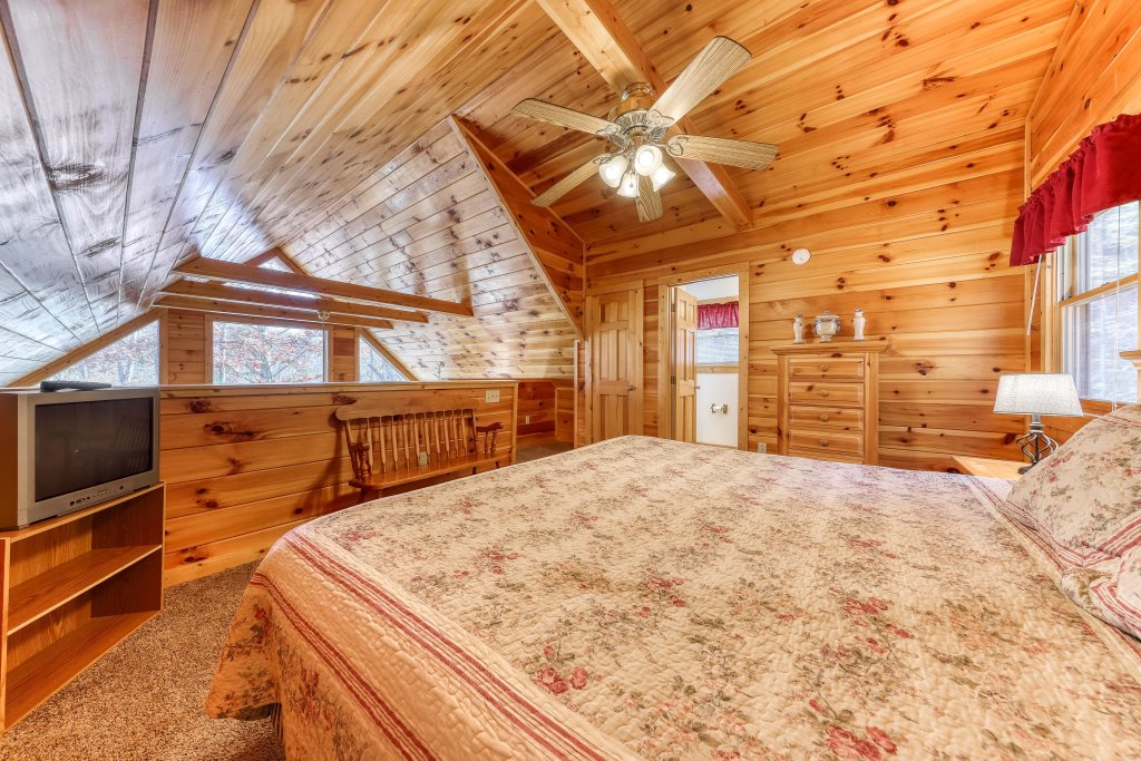 Photo of a Sevierville Cabin named Hickory Hill - This is the thirteenth photo in the set.