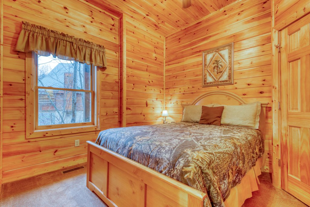 Photo of a Pigeon Forge Cabin named Robin's Rest - This is the twenty-sixth photo in the set.