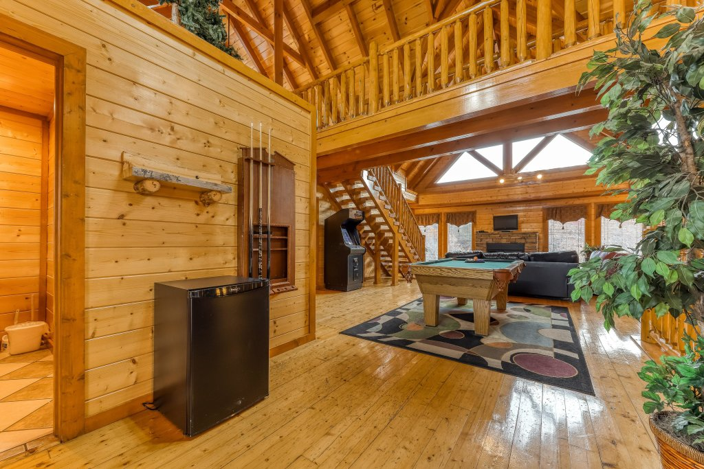Photo of a Sevierville Cabin named Mountain Theatre Lodge - This is the twentieth photo in the set.