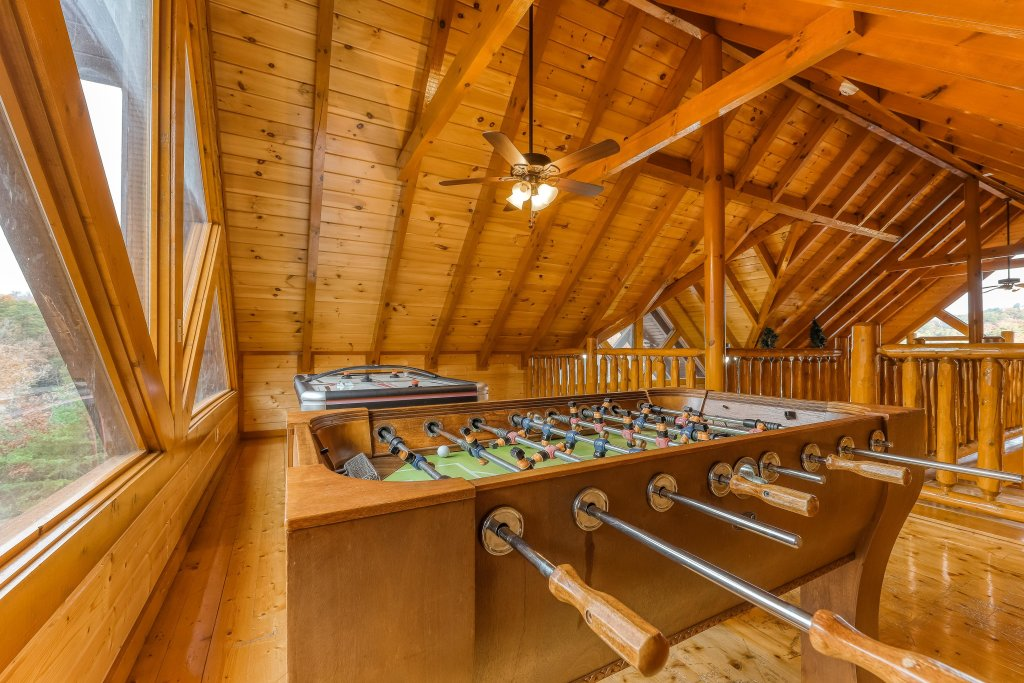 Photo of a Sevierville Cabin named Mountain Theatre Lodge - This is the tenth photo in the set.