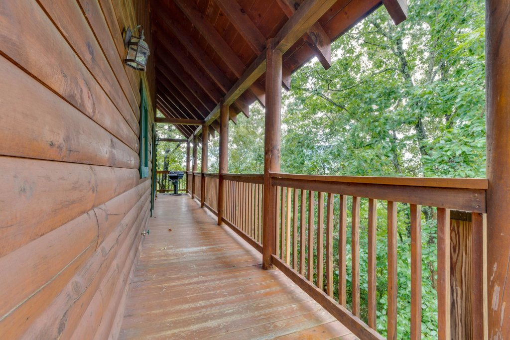 Photo of a Pigeon Forge Cabin named Almost Heaven - This is the eighteenth photo in the set.