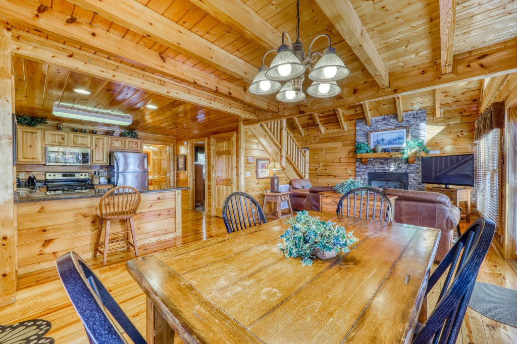Photo of a Pigeon Forge Cabin named Treehouse - This is the sixteenth photo in the set.