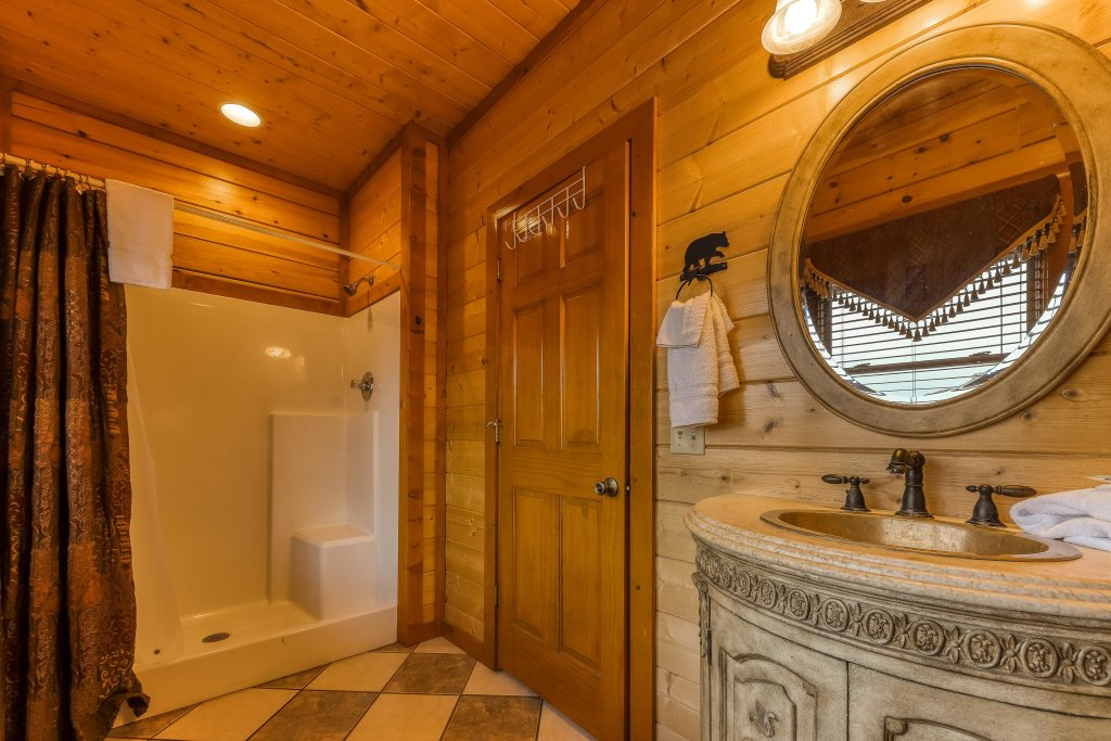 Photo of a Sevierville Cabin named Mountain Theatre Lodge - This is the nineteenth photo in the set.