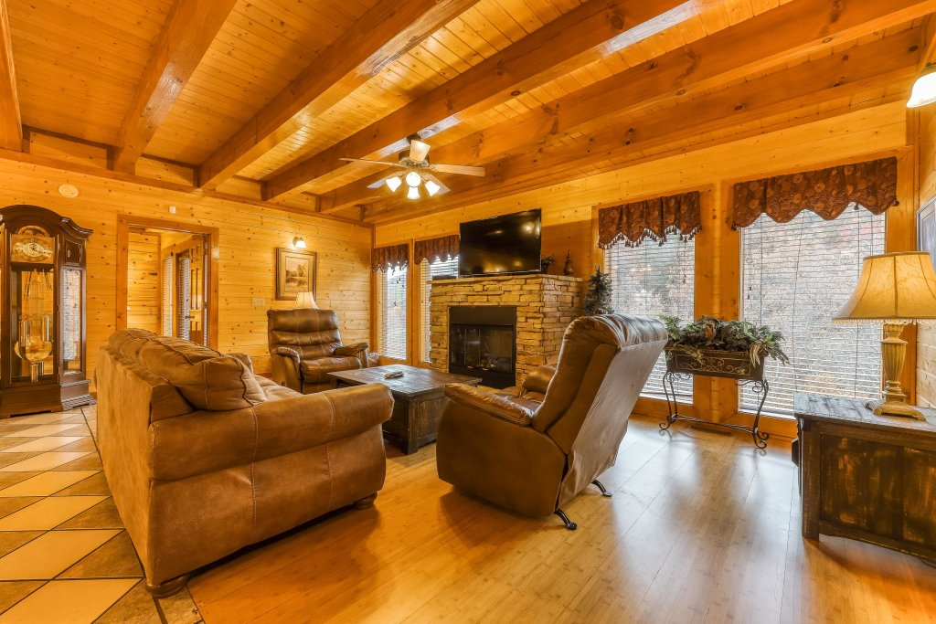 Photo of a Sevierville Cabin named Mountain Theatre Lodge - This is the twenty-second photo in the set.