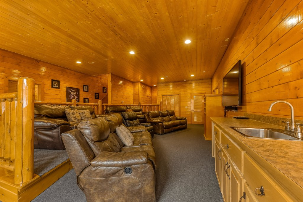 Photo of a Sevierville Cabin named Mountain Theatre Lodge - This is the second photo in the set.