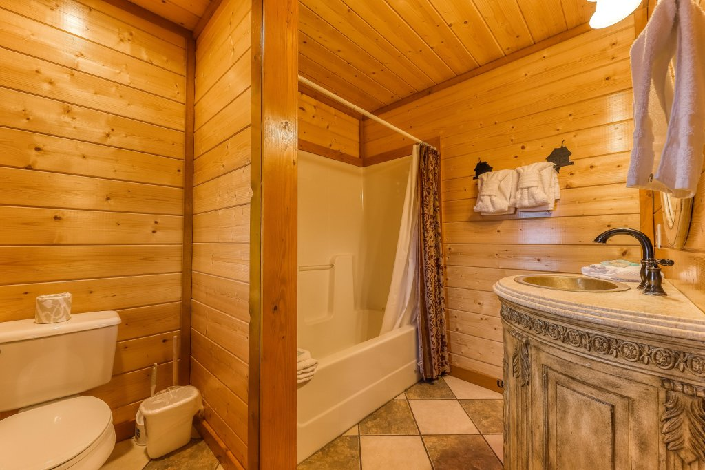 Photo of a Sevierville Cabin named Mountain Theatre Lodge - This is the twenty-first photo in the set.