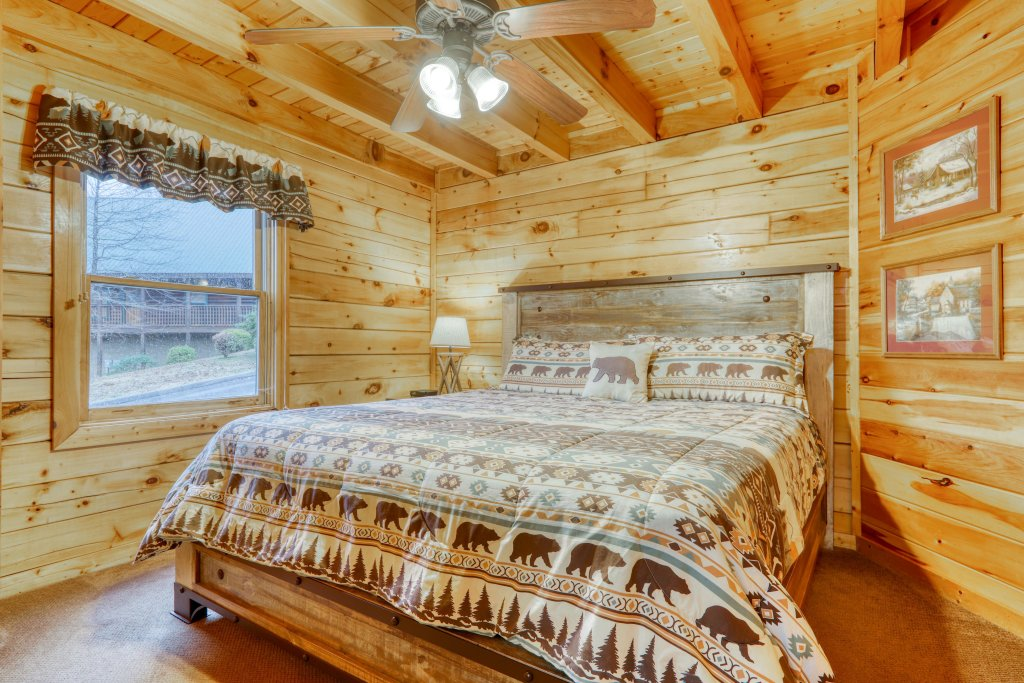 Photo of a Pigeon Forge Cabin named Robin's Rest - This is the seventeenth photo in the set.