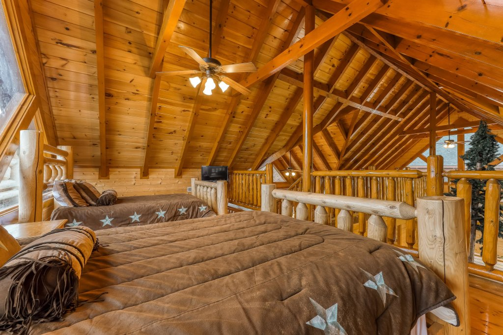 Photo of a Sevierville Cabin named Mountain Theatre Lodge - This is the ninth photo in the set.