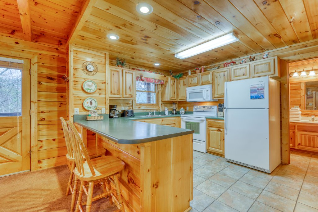 Photo of a Pigeon Forge Cabin named Robin's Rest - This is the eighth photo in the set.