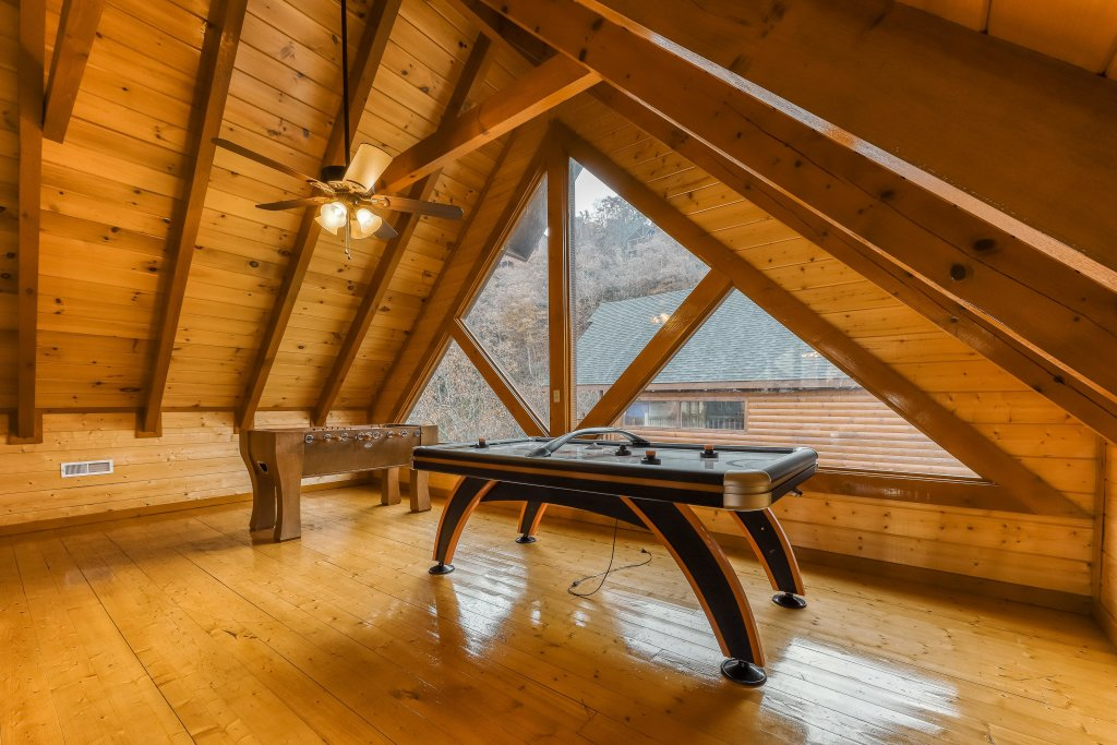 Photo of a Sevierville Cabin named Mountain Theatre Lodge - This is the third photo in the set.