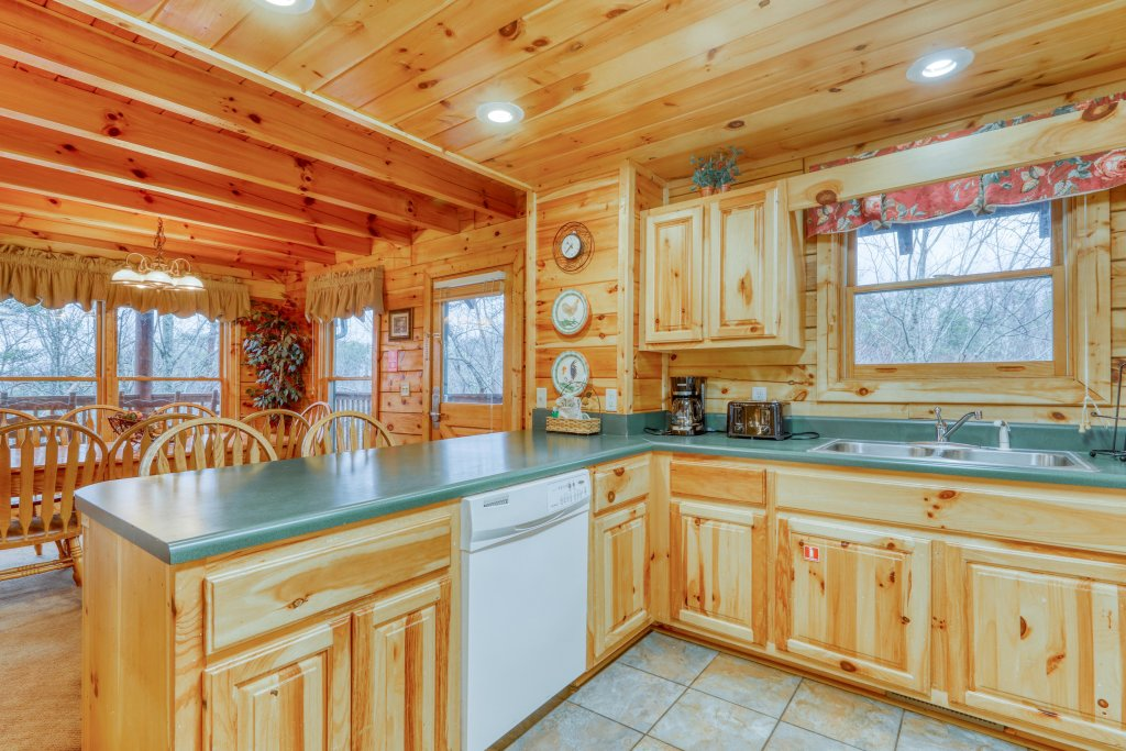 Photo of a Pigeon Forge Cabin named Robin's Rest - This is the thirteenth photo in the set.